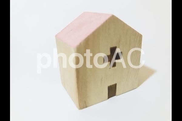 木製の病院の建物、病院イメージの写真