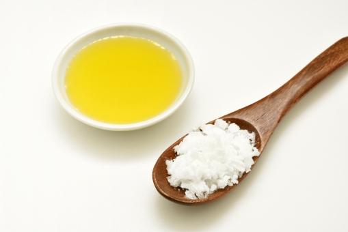 オリーブオイル オリーブ 植物油 オレイン酸 ココナッツオイル ココナツオイル ヴァージンココナッツオイル 油 ラウリン酸 中鎖脂肪酸 健康効果 スプーン ココナッツ