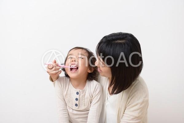 母と子 歯みがき18の写真
