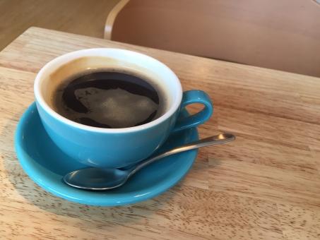 コーヒー 珈琲 coffee カフェイン ドリンク 飲み物 おいしい 温かい カフェ 喫茶 ソーサー コーヒーカップ 青 おしゃれ スプーン ゆっくり まったり のんびり 休日 昼 女子
