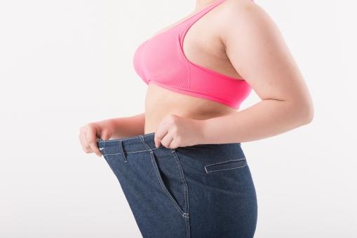 日本人 女性 ぽっちゃり 肥満 ダイエット 痩せる 痩せたい 目標 ビフォー アフター 太っている 太り気味 メタボ メタボリックシンドローム 脂肪 体系 ボディー 白バック 白背景 お腹 ウエスト パンツ サイズ 経過 横向き 上半身 ウエスト周り 痩せる サイズダウン