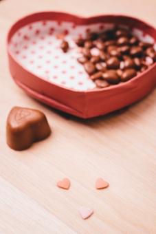 2月 2月14日 行事 イベント バレンタイン Valentine's Day バレンタインデイ バレンタインデー  チョコレート チョコ 市販 麦チョコ 手作り お菓子 本命 義理 友達 友チョコ   女子 女の子 女子力 ハート ハート型 箱 ボックス 贈り物 入れ物 ケース プレゼント  赤 ピンク ドット ドット柄