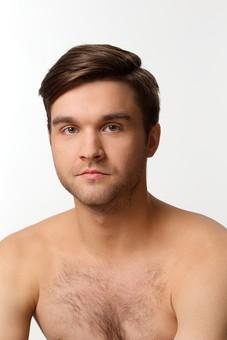 外国人 男性 20代 30代 ポートレイト ポートレート 裸 上半身 白バック 白背景 美容 ビューティー ハンサム イケメン セクシー 男らしい 胸毛 ヒゲ 髭 カメラ目線 若い 若者 大人 エステ メンズエステ  mdfm038