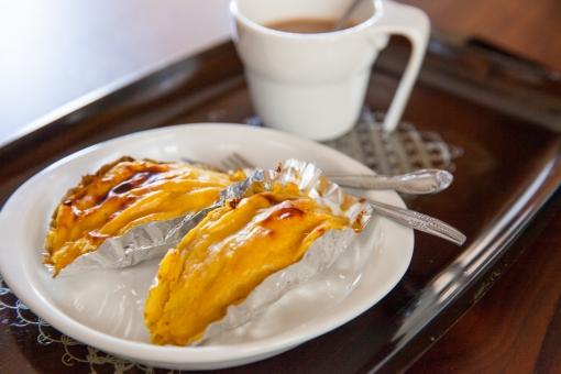 スイートポテト さつまいも サツマイモ お菓子 食べ物 スイーツ 手作り 家庭料理 フードフォト ほっこり 昭和 おやつ 菓子 安納芋 イモ料理 芋料理 甘い おふくろの味 レトロ 秋 旬 カフェオレ