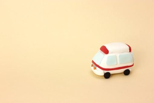 クレイ クレイアート クレイドール ねんど 粘土 クラフト 人形 アート 立体イラスト 粘土作品 かわいい 乗物 乗り物 車 救急車 助ける 救助 救急隊 救急 救命