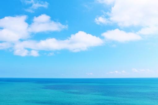 足摺岬から見た空と海の写真