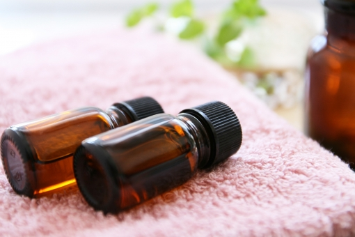 エッセンシャルオイル アロマテラピー オイルボトル アロマセラピー エステ 美容 癒し リラクゼーション ピンク 香り 芳香 エッセンス 健康