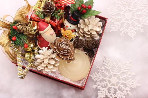 クリスマス クリスマスイメージ イベント 行事 オーナメント クリスマスオーナメント サンタ サンタクロース 雪 雪だるま ゆきだるま 結晶 白 綿 星 プレゼント クリスマスプレゼント おもちゃ 玩具 飾り ヒイラギ 柊 クリスマスホーリー ろうそく ロウソク キャンドル 松 松ぼっくり