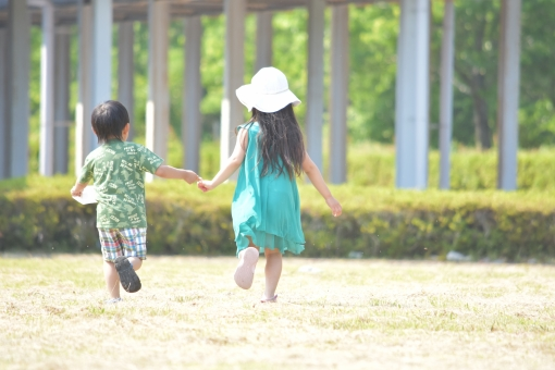 走る 子供 こども 子ども 子供達 仲良し 元気 男の子 女の子 mdfk023