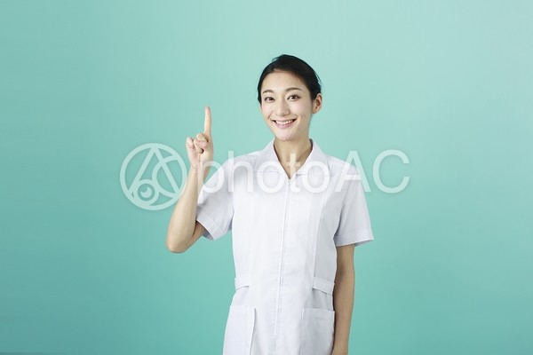 白衣の女性55の写真