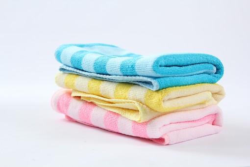 お手入れ お手入れグッズ お風呂 風呂 銭湯 お風呂用品 お風呂グッズ 美 美容 美容グッズ 清潔 汚れ 白背景 影 接写 アップ ボディタオル スポンジ 磨く 洗う こする しま 縞々 ピンク色 青色 黄色 白色 3枚