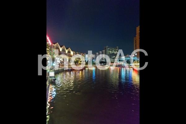 シンガポール クラークキー 夜景 イルミネーション 川の写真