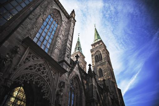 外国 外国風景 海外 海外風景 ヨーロッパ 欧州 ドイツ ニュルンベルク 聖ローレンツ教会 建物 建築 建造物 彫刻 装飾 飾り ゴシック建築 外観 教会 ステンドグラス 窓  旧市街 塔 歴史 西洋史 観光名所 観光地 旅行 信仰