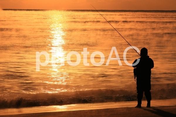 朝の釣り人の写真