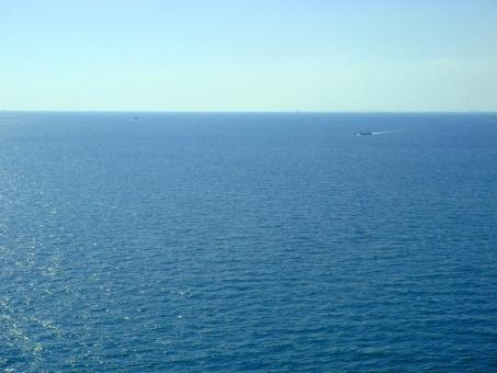 春 海 瀬戸内海 明石 明石海峡 船 晴れ 晴天 快晴 航海 波 凪 グラデーション 青 水色 紺 紺碧 水平線 夏 青空
