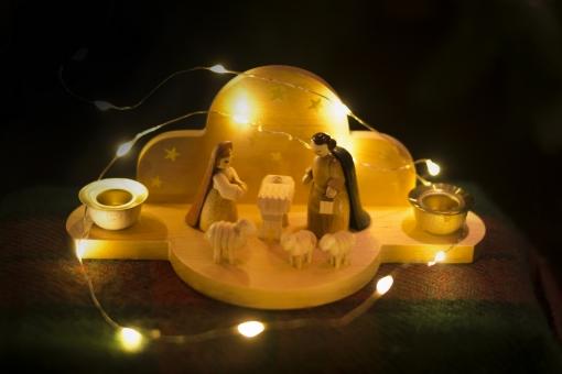クリスマス 飾り 馬小屋 人形 イルミネーション オーナメント クリスマスオーナメント サンタ サンタクロース ドイツ イエス Xmas Christmas サンタさん クリスマスパーティー エルツ さんたさん さんた 木の人形 エルツ人形 ドイツの人形 イエスの誕生