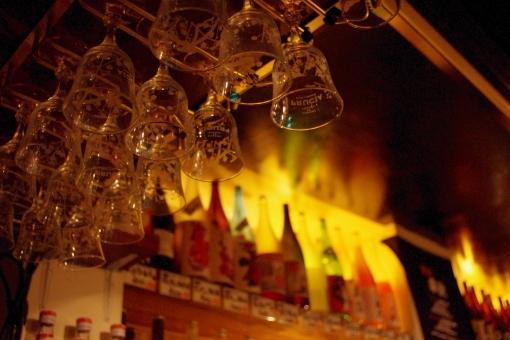 居酒屋 バー bar グラス ワイングラス お酒 飲み会 忘年会 新年会 歓迎会 送迎会 飲み 呑み オシャレ おしゃれ 暗い 雰囲気 静か 飲み屋 ワイン 焼酎 日本酒 アルコール 落ち着く 女子会 デート