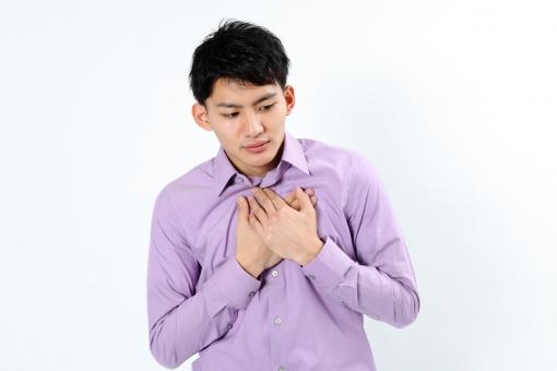 人物 生物 人間 男性 若い 青年 アジア アジア人 日本 日本人 ポーズ モデル カジュアル ラフ バストアップ 上半身 ボディランゲージ 示す 伝える 意志 コミュニケーション 手 アピール  体調 胸 心臓  mdjm002