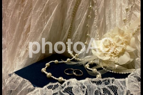 結婚指輪 レースとコサージュネックレスの写真