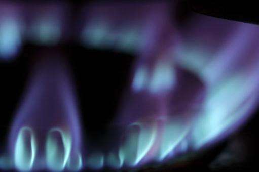 炎 ガス 火 都市 インフラ 住宅 調理 設備 都市ガス プロパンガス 調理器具 料理 青 紫 電力 公共料金 マンション 熱 火災