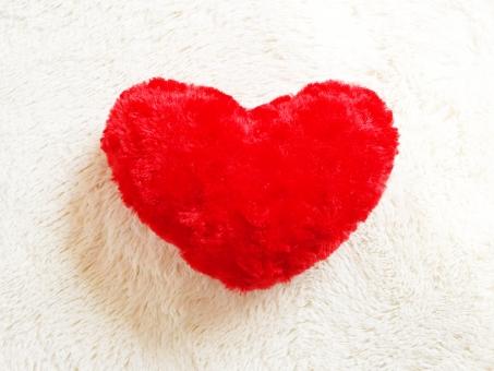 ハート heart 幸せ 象徴 ふかふか ラブ 愛 愛情 感情 カップル デート 家族 友達 バレンタイン クッション 好き 赤 白 心 子供 女 男 暖かい 医療 可愛い 年賀状 ヒーリング 癒し 壁紙 背景