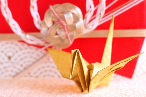 めでたい 御祝 お祝い 慶事 つる ツル 鶴 折鶴 おりづる 折り紙 ORIGAMI 金色 ゴールド 水引 水引き 青海波 和柄 縁起 日本柄 結婚式 正月 紅白