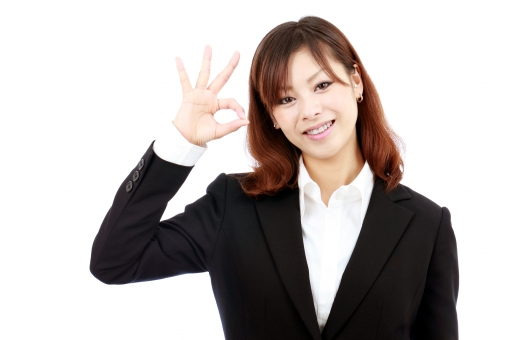 女性 人物 ビジネスウーマン 20代 二十代 女の子 若い 日本人 笑顔 えがお 可愛い かわいい ポートレート モデル 美しい 美人 きれい 綺麗 ビジネス オフィス スーツ オフィスレディー 会社 会社員 企業 仕事 働く 職場 ol 秘書 受付嬢 受付 グッド サイン 合図 ok okマーク okサイン オーケー オッケー 了解 完了 終了 手 指 朗らか にこやか ほほえむ 微笑む ほほえみ 微笑み 白 背景 白バック 白背景 スタジオ撮影 スタジオ 無地背景 1人 一人 余白 コピースペース アップ 上半身