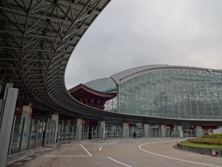 北陸新幹線 金沢駅 建物 もてなしドーム 鼓門 つづみ門 古都 金沢 背景 素材 壁紙 ロータリー バス停 テクスチャー テクスチャ