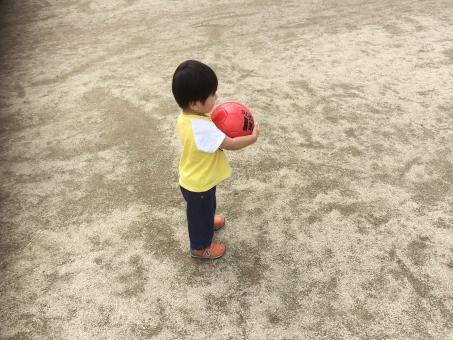 長男 子供 公園 ボール サッカー サッカーボール サッカー選手 夢 ワールドカップ イメージ 素材 背景 自然 元気 癒し 子宝 少子化 走る ランニング スポーツ 連絡 トレーニング