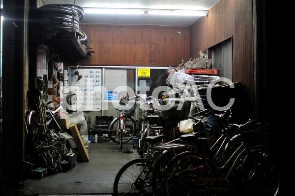 町の自転車屋の写真