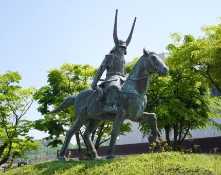 井伊直政 銅像 駅前 彦根 武将 戦国 騎馬 像