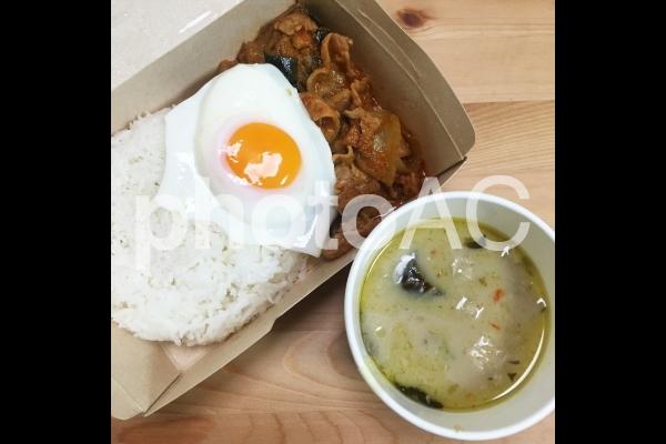 タイ料理 豚肉のレッドカレー グリーンカレーの写真