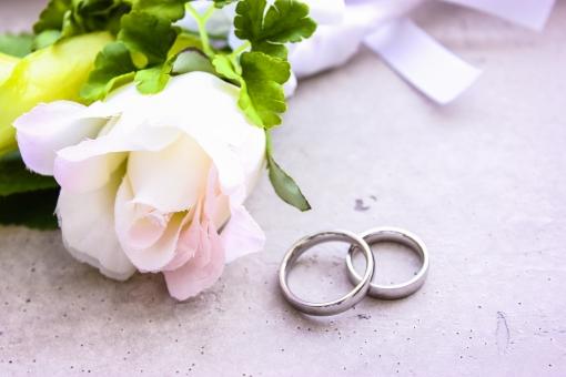 ブートニアと指輪2の写真