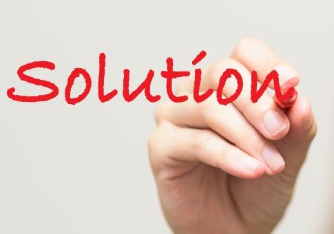 解答 解決 赤ペン ソリューション 文字 赤 単語 英単語 ペン 女性 書く アルファベット 白バック コピースペース サイン