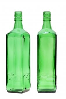 ビン 瓶 ガラス ガラスビン ガラス瓶 酒 お酒 ボトル アルコール 焼酎 ワイン 飲み物 ワインボトル 背景 レトロ キッチン 2本 空き瓶 空っぽ からっぽ 空瓶 リサイクル ゴミ ごみ 緑色 質感 明るい イメージ 余白 コピースペース 白バック 白背景 スタジオ スタジオ撮影 四角 四角形 角 アップ クローズアップ 注ぎ口