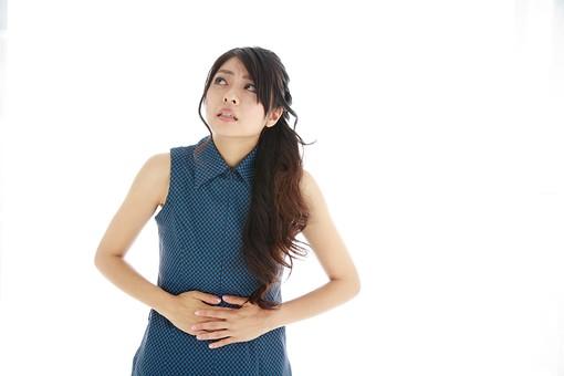 モデル 人物 日本人 日本 女性 女 女子 大人 20代 30代 ロングヘア   腹痛 はらいた 下痢 便秘 げり べんぴ 腸内環境 お腹 おなか お腹が痛い 食べ過ぎ 胃が痛い 胃痛 胸やけ 病気   白バック 白背景 mdjf019