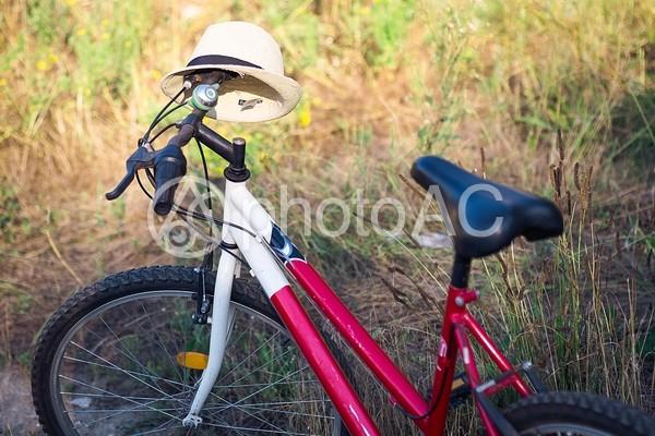 自転車と帽子2の写真
