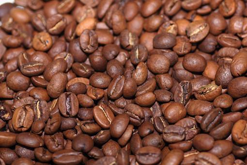 コーヒー豆 珈琲豆 コーヒー 珈琲 豆 飲み物 焙煎 ロースト 煎る 粒 沢山 複数 背景 素材 バックグラウンド 原料 カフェイン 飲料 ブレンド 茶色 俯瞰 ハイアングル 全面 カフェ 嗜好品
