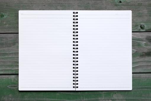 ノート ノートブック ブック 本 メモ メモ用紙 文具 文房具 リング リングノート リング式 リング式ノート ページ 手帳 紙 用紙 白 白紙 余白 空間 罫線 スペース コピースペース 文字スペース 線 ライン アンダーライン メッセージ コミュニケーション からっぽ 空っぽ 素材 質感 スタジオ撮影 開く 開いた 見開き 新しい 背景 テーブル 机 板 アップ クローズアップ 暗い 汚れた 汚い 日本 無人 1冊 一冊