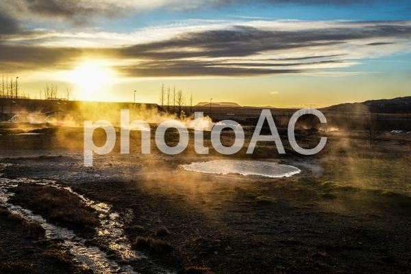 アイスランド・ゲイシールの風景と朝焼けの写真