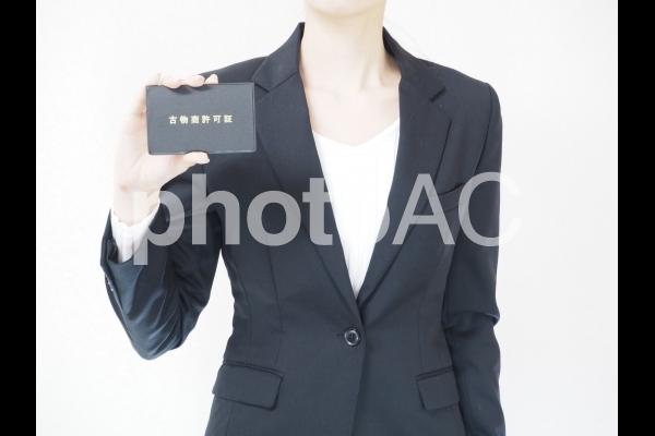 古物商の女性の写真