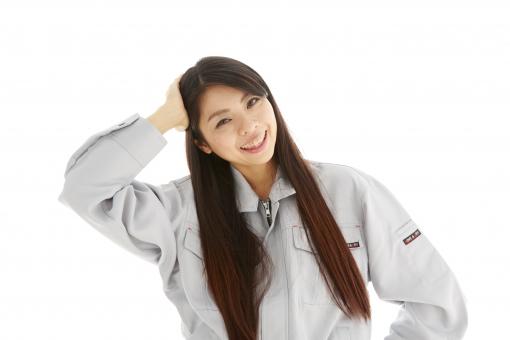 人物 日本人 女性 女の子 20代  モデル かわいい 美人 ロングヘア 作業服  作業着 スタジオ撮影 白バック 白背景 仕事  技術職 ガテン系 作業員 照れる 恥ずかしい 失敗 頭をかく えへへ 参った 笑顔 スマイル mdjf019