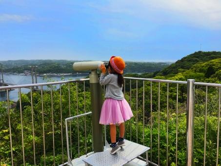 女の子 幼稚園児 子供 子ども こども 娘 孫 親子 帽子 オレンジ 観光 佐賀 ピンクのチュチュ スカート かわいい 楽チン 楽しい 家族旅行 ドライブ 望遠鏡 海 橋 山 緑 100円 爪先立ち つま先立ち 背伸び
