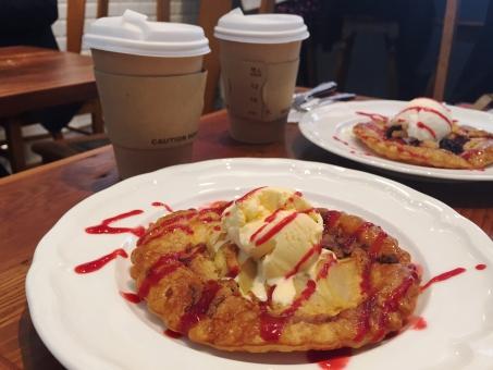 パイ 焼き菓子 スイーツ ケーキ ソース ラズベリー アイスクリーム カフェ コーヒー 自由が丘 喫茶店 飲食店 デート おでかけ お出かけ カフェめぐり 茶色 楽しい 美味しい おいしそう ゆっくり 休日 カフェタイム