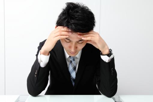 イスに座るビジネスマン11の写真