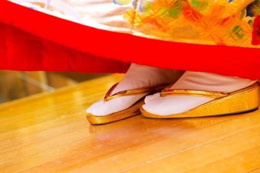 結婚式 式 神前式 日本 和装 和 足元 足袋 たび ぞうり 草履 着物 白 金 赤 おめでたい 結婚 履物 新婦イメージ 結婚式イメージ