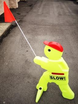 スローダウン スピード落とせ スピード 注意 看板 カナダ バンクーバー 北米 アメリカ slow down speed attention caution sign