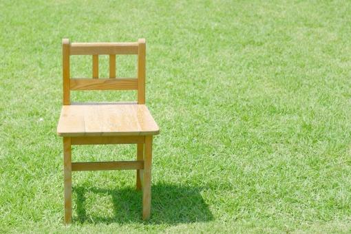 公園 景色 風景 芝 芝生 椅子 チェアー いす コピースペース テキストスペース さわやか 爽やか まぶしい 自然 緑 グリーン 家具 屋外