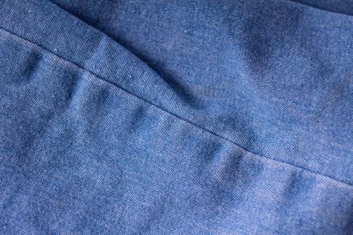 ジーンズ ジーパン Gパン デニム 柄 無地 生地 毛玉 布 布地 折り畳み 畳む ファッション パンツ 縫い目 足 脚 ミシン 服装 服 ズボン 青 ブルー 紺 水色 ネイビー 裁縫