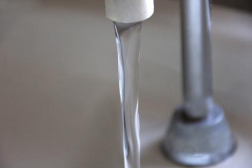 手洗い 水 水の流れ 手洗い器 水洗 便所 洗う 手 洗面 水回り トラブル 水のトラブル 故障 清潔 エコ 衛生性 衛生的 清掃 綺麗 きれい 不潔 病原菌 健康 ユニット 陶器 タンク 感染症 病気 タンク手洗い といれ